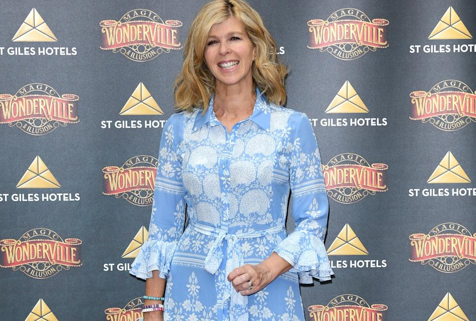 Kate Garraway looked radiant in blue and white at the opening night of 'Wonderville' magic show. (Getty Images)