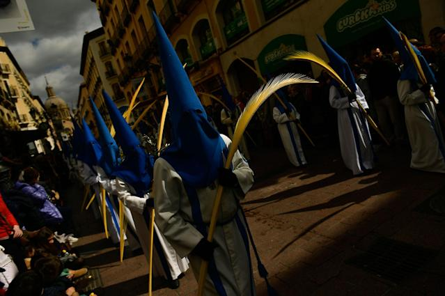 <p>Masked penitents take part in a Palm Sunday procession, in Zaragoza, northern Spain, Sunday, March 25, 2018. Hundreds of processions will be take place throughout Spain during the Easter Holy Week. (Photo: Alvaro Barrientos/AP) </p>