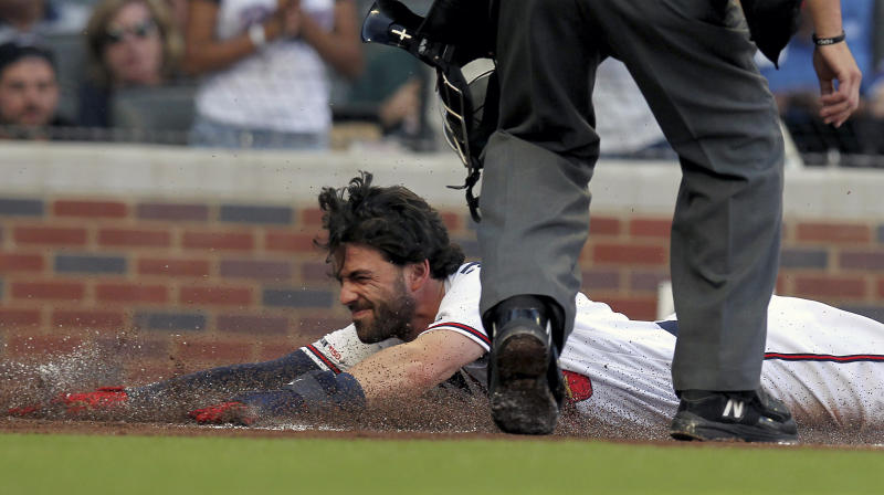 Braves' Markakis out 6-8 weeks with broken left wrist