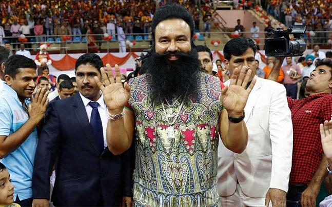<p>Chandigarh police head constable Lal Chand was roped in specially by Gurmeet Ram Rahim's allies to ensure that the plan to help the godman escape was a success. </p>