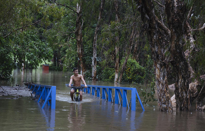 Townsville declared disaster zone as heavy rains continue