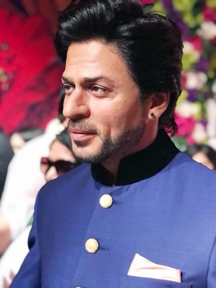 The wax figure was made in SRK's iconic romantic pose and the statue resembles his present look. (Image: News18)
