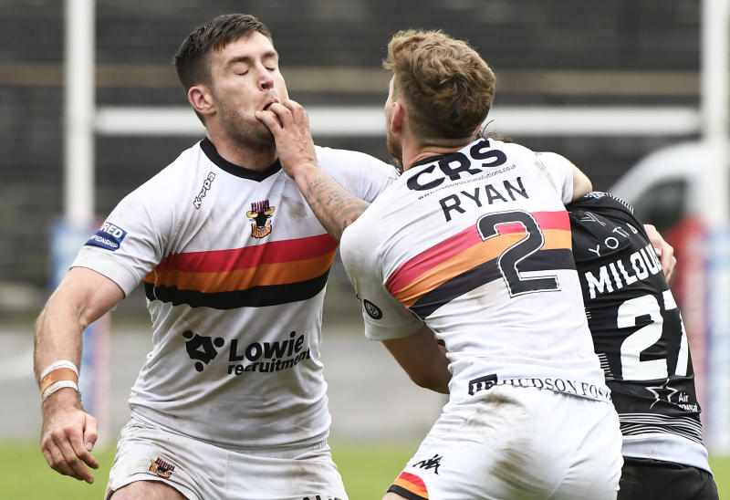 BRADFORD, ENGLAND - AUGUST 04: Ethan Ryan and James Green of Bradford Bulls attempt to tackle Hakim Miloudi of Toronto Wolfpack during the Betfred Championship match between Bradford Bulls and Toronto Wolfpack at Odsal Stadium on August 04, 2019 in Bradford, England. (Photo by George Wood/Getty Images)