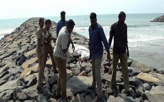 Tamil Nadu: Jilted lover crushes girl to death using stone, surrenders after murder