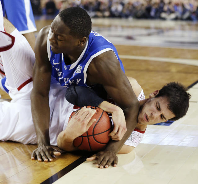 Kentucky forward Julius Randle (30) and,Wisconsin forward Duje Dukan go after a loose ball during the second half of the NCAA Final Four tournament college basketball semifinal game Saturday, April 5, 2014, in Arlington, Texas. (AP Photo/David J. Phillip)