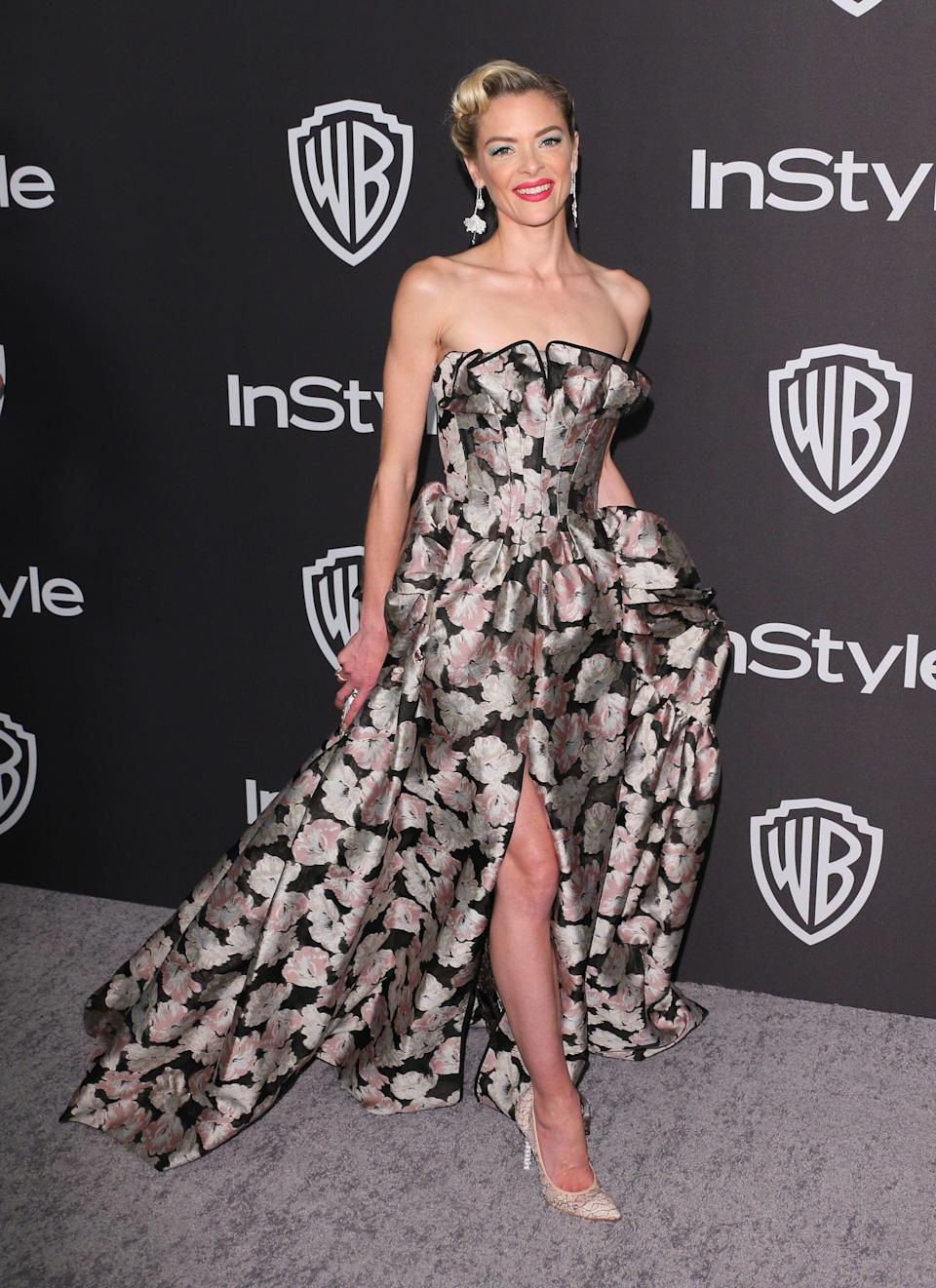 <p>Wearing a floral cold-shoulder dress. <em>[Photo: Getty]</em> </p>