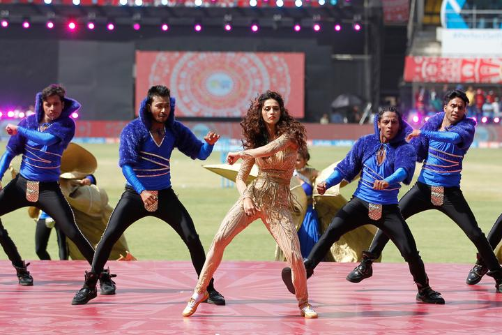 <p>Disha Patani performing during match 4 of the Vivo 2017 Indian Premier League between the Kings X1 Punjab and the rising Pune Supergiant held at the Holkar Cricket Stadium in Indore, India on the 8th April 2017<br />Photo by Deepak Malik – IPL – Sportzpics </p>
