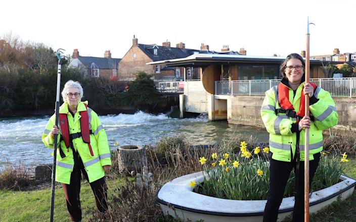 Saskya Huggins (R) and Ruth Finar, who are both Volunteer Directors of the Osney Lock Hydro - John Lawrence