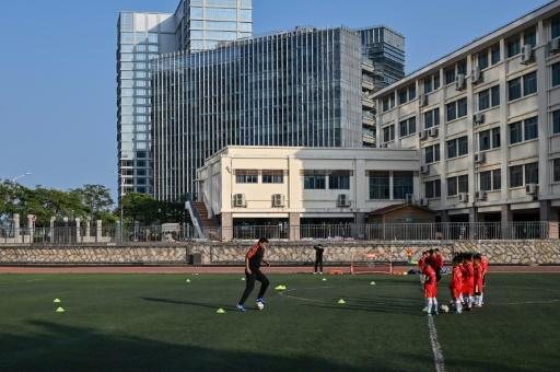 Former Manchester United player Dong Fangzhuo coaches children in Xiamen