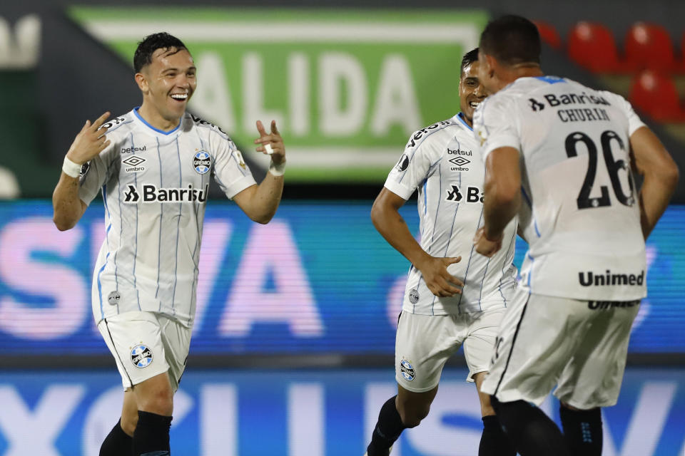 ASUNCION, PARAGUAY - NOVEMBER 26: Pepe of Gremio celebrates with teammates after scoring the second goal of his team during a round of sixteen first leg match between Guarani and Gremio as part of Copa Conmebol Libertadores 2020 at Estadio Defensores del Chaco on November 26, 2020 in Asuncion, Paraguay. (Photo by Nathalia Aguila - Pool/Getty Images)