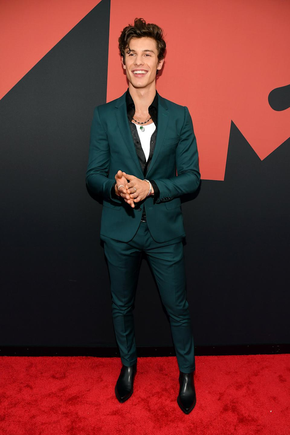 """<h1 class=""""title"""">Shawn Mendes in Dolce & Gabbana, David Yurman and UNOde50 jewelry</h1><cite class=""""credit"""">Photo: Getty Images</cite>"""