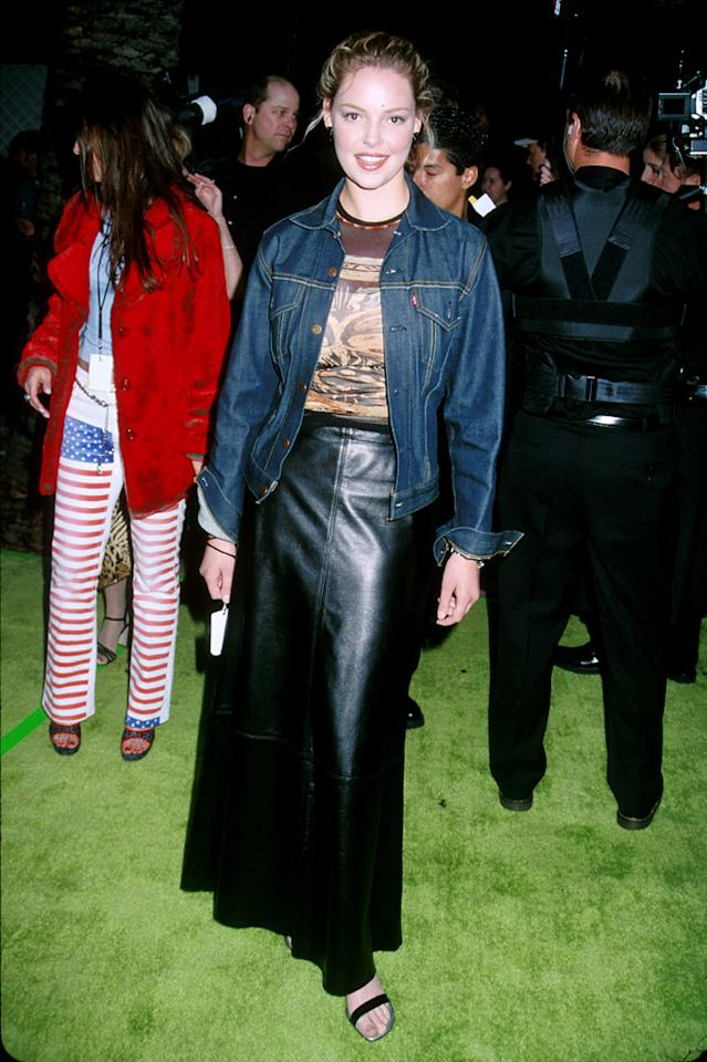 6. ESPN Action Sports and Music Awards (2001)   From lackluster locks to humdrum heels to everything in between -- including a horrific high-waisted leather skirt, faded tee, and jean jacket -- Kat's entire look is loathsome.
