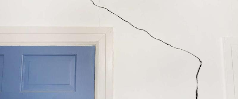 crack in a wall indicating foundation problems