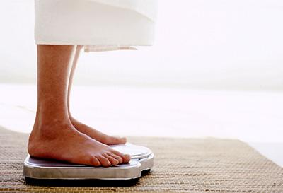"<div class=""caption-credit""> Photo by: Stockbyte</div><div class=""caption-title""></div><b>FAT HABIT #18: Not using a scale</b> <br> Looking at your body weight reinforces weight loss goals and makes it difficult to cheat your diet. When University of Minnesota researchers observed dieters who weighed themselves daily, they discovered that the routine of stepping on a scale helped those people lose twice as much weight as those who weighed themselves less frequently. Avoid being thrown of by natural fluctuations in body weight by stepping onto the scale at the same time every day.<b><br></b> <p>   <b><a rel=""nofollow"" href=""http://wp.me/p1rIBL-18F"">Quick Weight loss</a> vs  <a rel=""nofollow"" href=""http://wp.me/p1rIBL-18F"">Fast Weight Loss </a></b> </p> <br>"