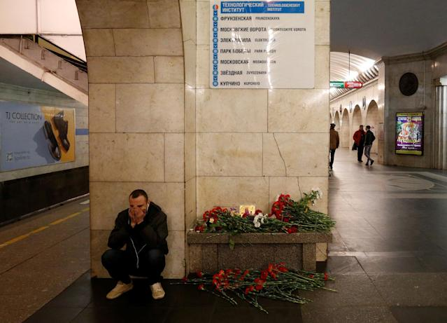 <p>APR. 4, 2017 – A man reacts next to a memorial site for the victims of a blast in St. Petersburg metro, at Tekhnologicheskiy institut metro station in St. Petersburg, Russia. (Photo: Grigory Dukor/Reuters) </p>
