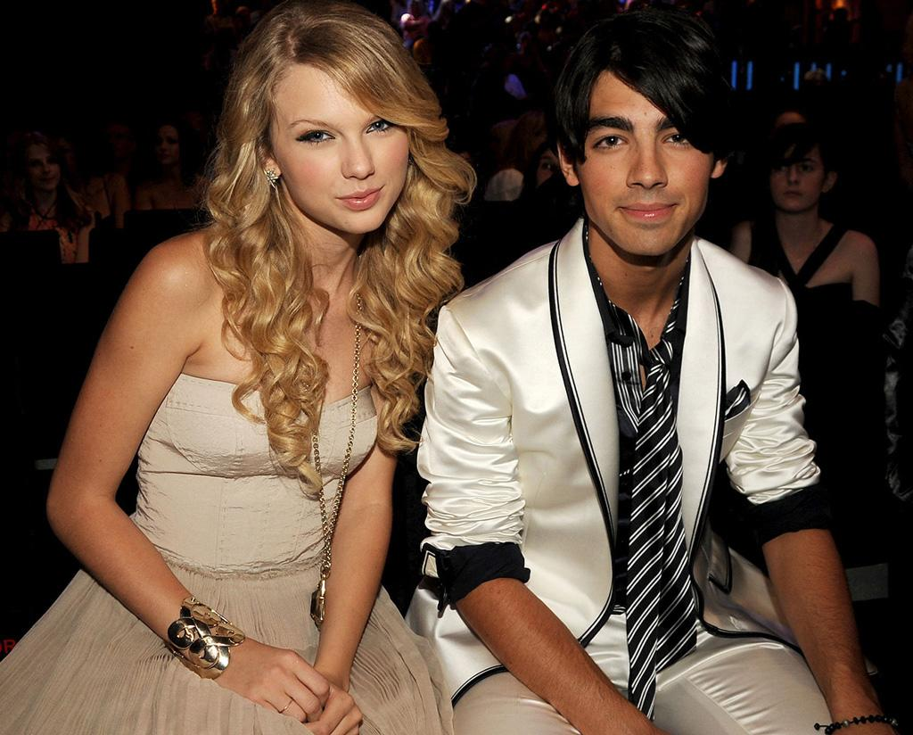 """Things got ugly after teen heartthrob Joe Jonas broke up with Taylor Swift ... by phone. Although the country star claimed that actress Camilla Belle was the reason for their split, the middle JoBro retorted in an online letter to his fans that he's never cheated on any of his girlfriends. Jeff Kravitz/<a href=""""http://filmmagic.com/"""" target=""""new"""">FilmMagic.com</a> - September 7, 2008"""