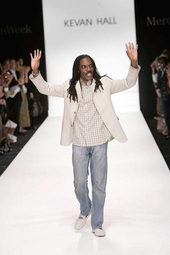 "L.A-based fashion designer Kevan Hall on the runway in 2008. <span class=""copyright"">(Jay L. Clendenin / Los Angeles Times)</span>"