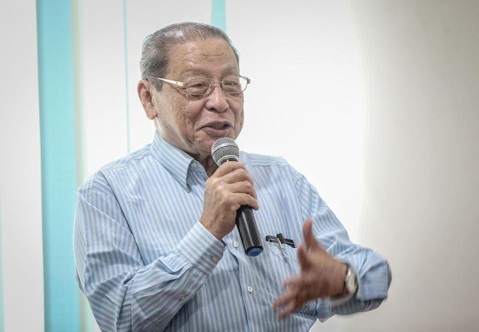 Veteran Opposition leader Lim Kit Siang today said that Malaysian is in urgent need of a new strategy and approach in the fight against the Covid-19 pandemic. — Picture by Firdaus Latif