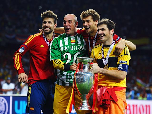 KIEV, UKRAINE - JULY 01: (L-R) Gerard Pique, Pepe Reina, Fernando Llorente and Iker Casillas of Spain pose with the trophy following victory in the UEFA EURO 2012 final match between Spain and Italy at the Olympic Stadium on July 1, 2012 in Kiev, Ukraine. (Photo by Laurence Griffiths/Getty Images)