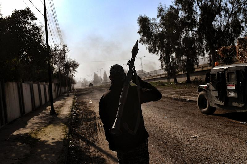 Anti-IS assaults gain ground in Iraq and Syria DTiNews
