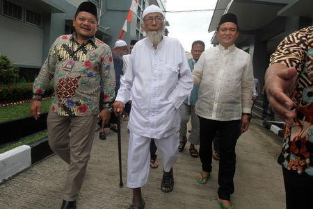 Abu Bakar Bashir is visited by Yusril Ihza Mahendra at Gunung Sindur prison in Bogor
