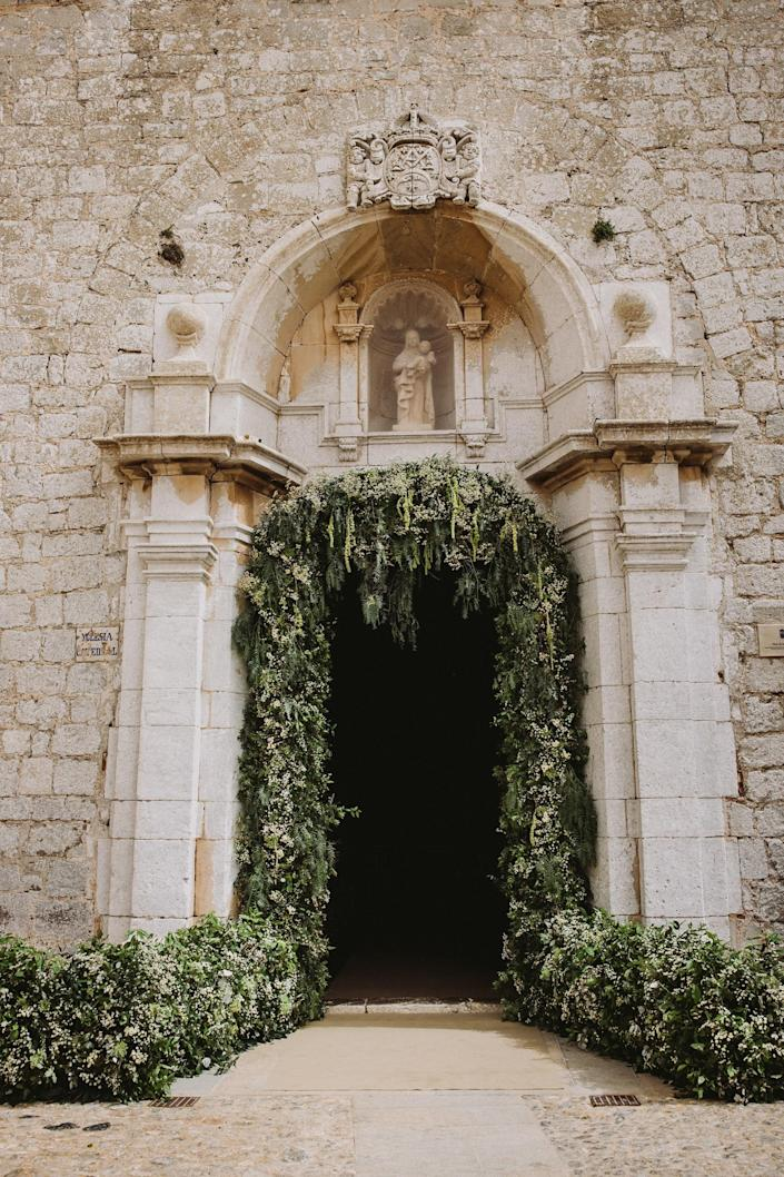 The entrance of the Cathedral of Santa Maria (or Our Lady of Snows), you see Virgin and Child on top of the door, a blessing when entering. This incredible Cathedral was built in the Gothic style in the 14th century. Toni Riera made a beautiful archway of flowers.
