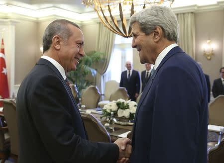 U.S. Secretary of State John Kerry (R) and Turkey's President Tayyip Erdogan talk at the beginning of a meeting in Ankara September 12, 2014. REUTERS/Kayhan Ozer/Presidential Press Office/Handout via Reuters
