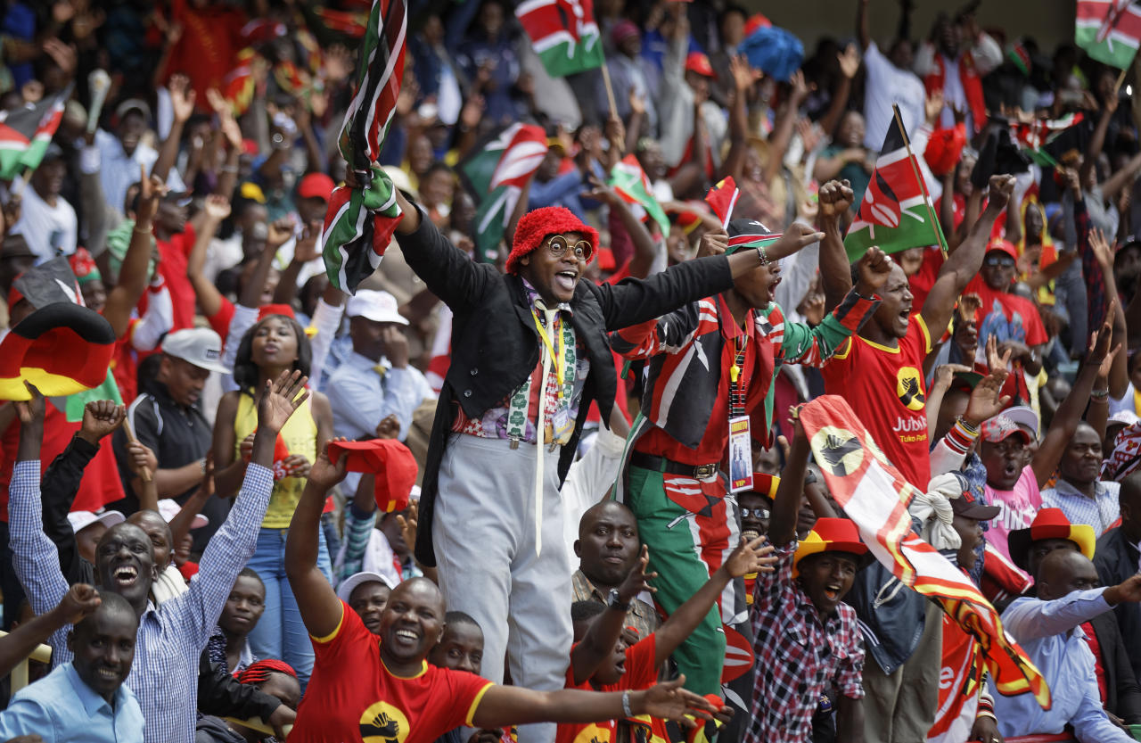 <p>Supporters cheer in the stands as President Uhuru Kenyatta is sworn-in during his presidential inauguration at Kasarani stadium in Nairobi, Kenya Tuesday, Nov. 28, 2017. (Photo: Ben Curtis/AP) </p>