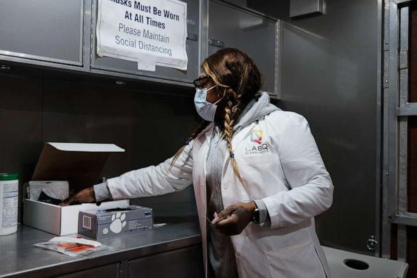 PHOTO: Jackie, a nurse, prepares a COVID-19 test at a mobile clinic in Brooklyn, Jan. 27, 2021, in New York. (Spencer Platt/Getty Images)