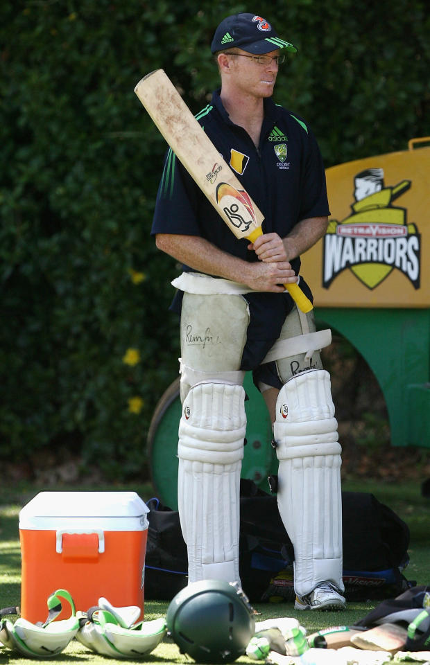 PERTH, AUSTRALIA - JANUARY 14:  Chris Rogers of Australia waits to head into the nets for batting practice during an Australian cricket training session held at the WACA January 14, 2008 in Perth, Australia.  (Photo by Paul Kane/Getty Images)