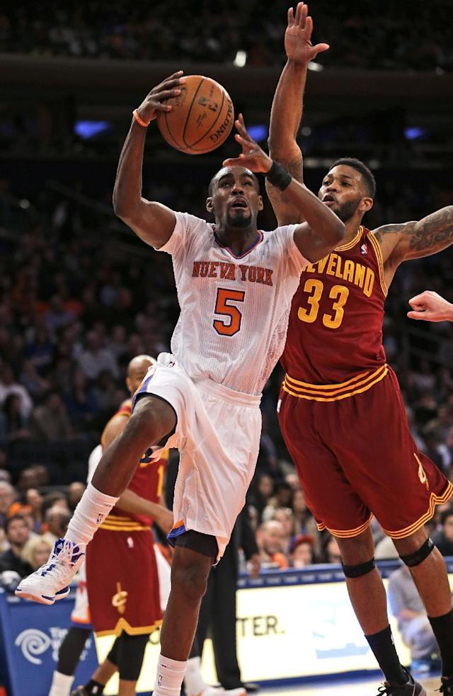 Cleveland Cavaliers' Alonzo Gee, right, fouls New York Knicks' Tim Hardaway Jr. during the first half of an NBA basketball game at Madison Square Garden, Sunday, March 23, 2014, in New York. (AP Photo/Seth Wenig)