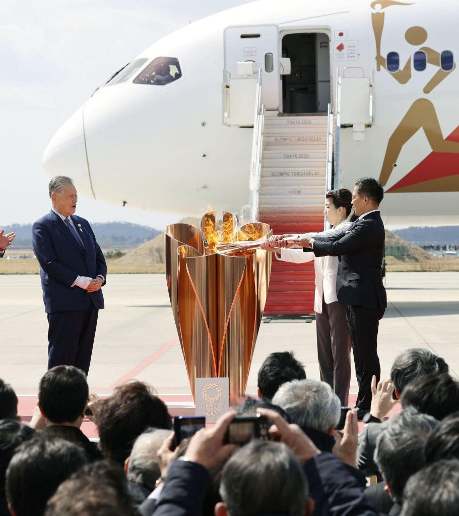 MIYAGI, March 20, 2020 . Olympic gold medalists Tadahiro Nomura ,1st R, and Saori Yoshida ,2nd R, light up the Olympic cauldron during the Olympic flame arrival ceremony in Miyagi of Japan, on March 20, 2020. The Olympic flame arrived in Japan on March 20. (Kyodo News/Handout to Xinhua via Getty)
