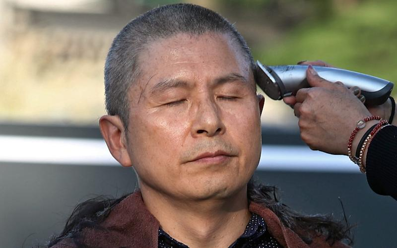 Hwang Kyo-ahn, chairman of the Liberty Korea Party, shaves his head in protest at the appointment of the new justice minister - REX