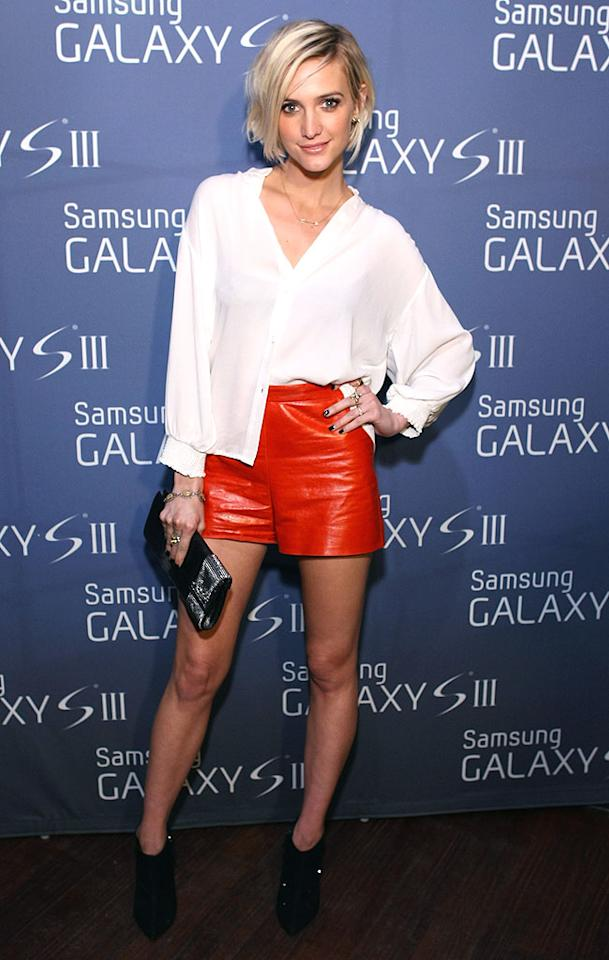 If you've got the guts to wear red leather shorts, you better make sure you can pull them off! And Ashlee Simpson definitely did when she hit the red carpet at the Samsung Galaxy S III event in NYC last week, combining the Alice + Olivia shorts with a half-tucked-in white button-down shirt, black booties, and vampy nails for one sizzling look. (7/19/2012) How Jessica Simpson spent her 32nd birthday