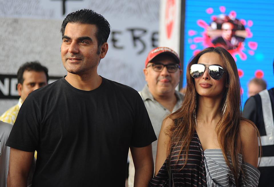 Indian Bollywood actor Arbaaz Khan (L) and actress Malaika Arora Khan arrive to attend a concert performance by Canada's Justin Bieber at The D.Y. Patil Stadium in Navi Mumbai on May 10, 2017. / AFP PHOTO / Sujit JAISWAL        (Photo credit should read SUJIT JAISWAL/AFP via Getty Images)