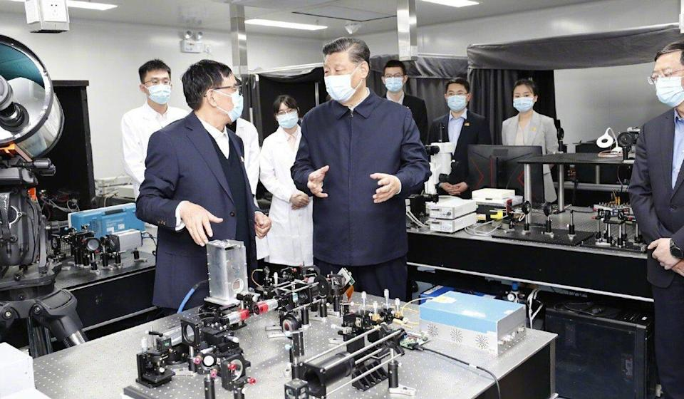 Chinese leader Xi Jinping (centre) visits Tsinghua University in Beijing on April 19. Photo: Xinhua