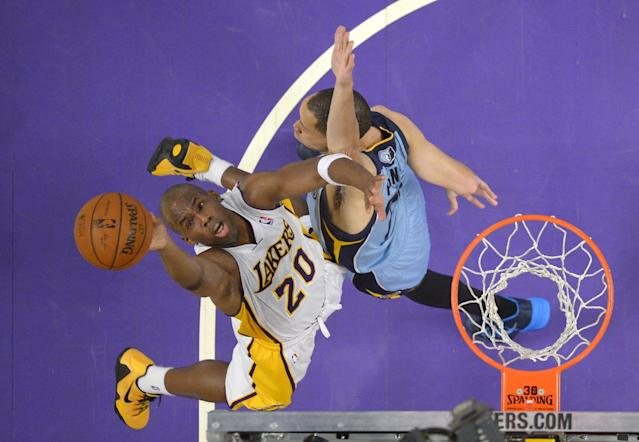 Los Angeles Lakers guard Jodie Meeks, left, puts up a shot as Memphis Grizzlies forward Tayshaun Prince defends during the first half of an NBA basketball game, Sunday, April 13, 2014, in Los Angeles. (AP Photo/Mark J. Terrill)