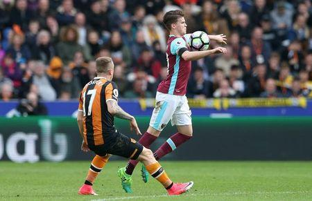 Britain Soccer Football - Hull City v West Ham United - Premier League - The Kingston Communications Stadium - 1/4/17 West Ham United's Sam Byram in action with Hull City's Kamil Grosicki Reuters / Scott Heppell Livepic