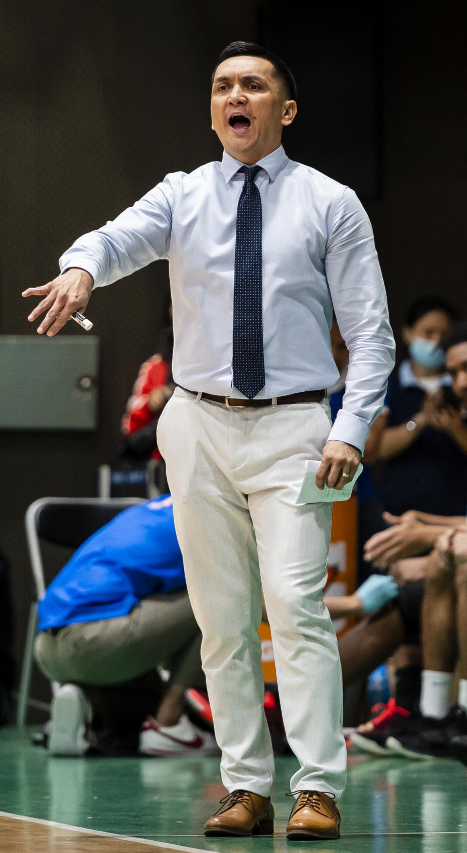 HONG KONG, CHINA - JANUARY 23: Team coach Jimmy Alapag of San Miguel Alab Pilipinas gestures during the ASEAN Basketball League game between Hong Kong Eastern and San Miguel Alab Pilipinas at Southorn Stadium on January 23, 2020 in Hong Kong. (Photo by Yu Chun Christopher Wong/Eurasia Sport Images/Getty Images)