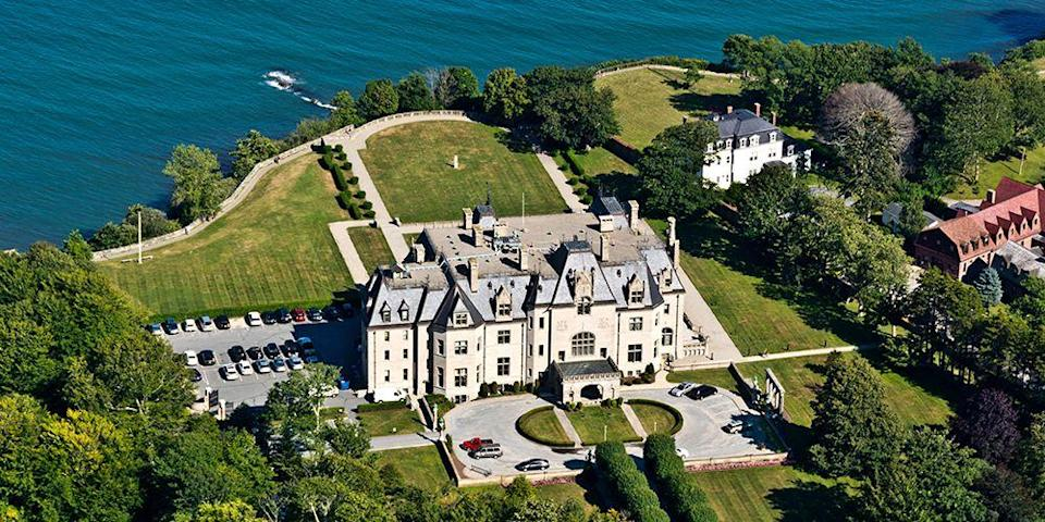 """<p><strong>Best for Gilded Age Glamour</strong></p><p>It's all about Gilded Age glamour in the coastal town of <a href=""""https://www.bestproducts.com/fun-things-to-do/g21074240/things-to-do-in-newport-rhode-island/"""" rel=""""nofollow noopener"""" target=""""_blank"""" data-ylk=""""slk:Newport"""" class=""""link rapid-noclick-resp"""">Newport</a> on Narragansett Bay. Tour the opulent oceanfront mansions, including Rosecliff, The Elms, and <a href=""""https://go.redirectingat.com?id=74968X1596630&url=https%3A%2F%2Fwww.tripadvisor.com%2FAttraction_Review-g60978-d104611-Reviews-The_Breakers-Newport_Rhode_Island.html&sref=https%3A%2F%2Fwww.countryliving.com%2Flife%2Fg37186621%2Fbest-places-to-experience-and-visit-in-the-usa%2F"""" rel=""""nofollow noopener"""" target=""""_blank"""" data-ylk=""""slk:The Breakers"""" class=""""link rapid-noclick-resp"""">The Breakers</a>, considered the grandest of all of Newport's """"summer cottages."""" Afterward, dine on fresh seafood on Bowen's Wharf overlooking the yacht-filled harbor.</p><p><strong><em>Where to Stay:</em></strong> <a href=""""https://go.redirectingat.com?id=74968X1596630&url=https%3A%2F%2Fwww.tripadvisor.com%2FHotel_Review-g60978-d96944-Reviews-Gurney_s_Newport_Resort_Marina-Newport_Rhode_Island.html&sref=https%3A%2F%2Fwww.countryliving.com%2Flife%2Fg37186621%2Fbest-places-to-experience-and-visit-in-the-usa%2F"""" rel=""""nofollow noopener"""" target=""""_blank"""" data-ylk=""""slk:Gurney's Newport Resort & Marina"""" class=""""link rapid-noclick-resp"""">Gurney's Newport Resort & Marina</a>, <a href=""""https://go.redirectingat.com?id=74968X1596630&url=https%3A%2F%2Fwww.tripadvisor.com%2FHotel_Review-g60978-d81692-Reviews-Francis_Malbone_House_Inn-Newport_Rhode_Island.html&sref=https%3A%2F%2Fwww.countryliving.com%2Flife%2Fg37186621%2Fbest-places-to-experience-and-visit-in-the-usa%2F"""" rel=""""nofollow noopener"""" target=""""_blank"""" data-ylk=""""slk:The Francis Malbone House"""" class=""""link rapid-noclick-resp"""">The Francis Malbone House</a></p>"""