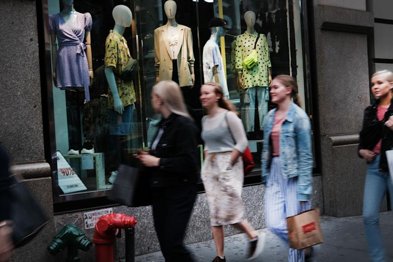 NEW YORK, NY - MAY 30: People shop along Broadway in lower Manhattan on May 30, 2019 in New York City. New numbers released by the Commerce Department on Thursday show that the U.S. economy grew by 3.1% to start the year, slightly better than expected. (Photo by Spencer Platt/Getty Images)