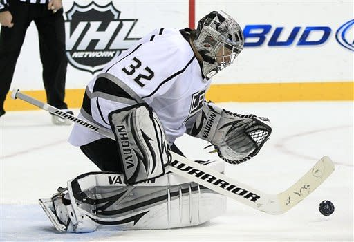 Los Angeles Kings goalie Jonathan Quick makes a stop against the Nashville Predators in the second period of an NHL hockey game on Monday, Feb. 27, 2012, in Nashville, Tenn. (AP Photo/Mark Humphrey)