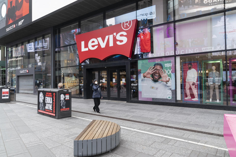 NEW YORK, UNITED STATES - 2020/03/18: Levi Strauss & Co. store on Times Square closed due to ongoing coronavirus cases and fears. (Photo by Lev Radin/Pacific Press/LightRocket via Getty Images)