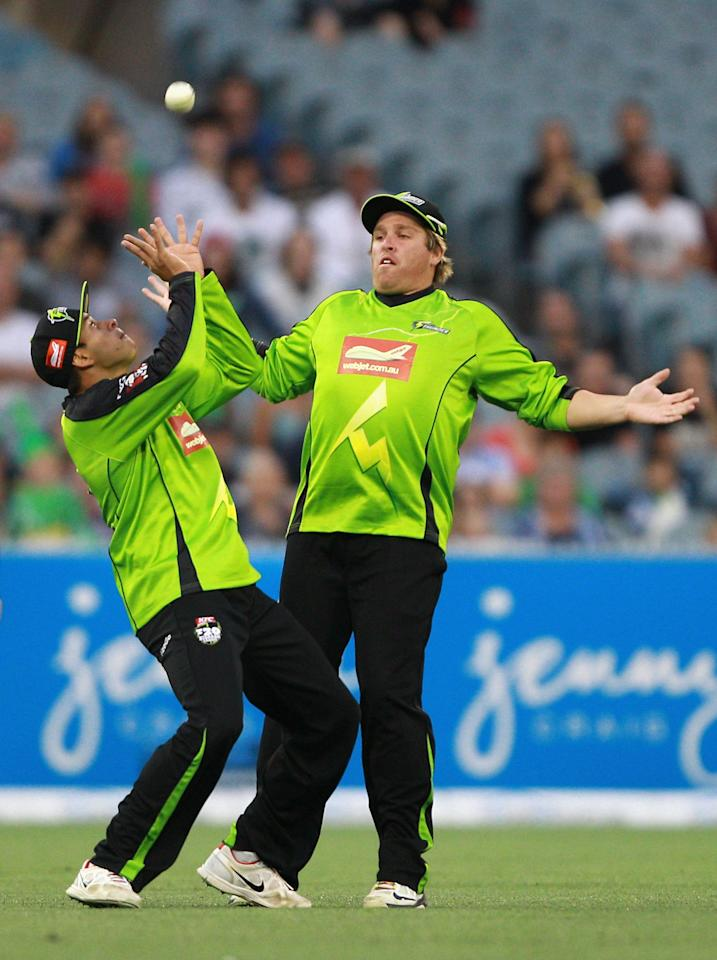 MELBOURNE, AUSTRALIA - JANUARY 08:  Usman Khawaja of the Thunder takes a catch to dismiss Rob Quiney of the Stars during the Big Bash League match between the Melbourne Stars and the Sydney Thunder at Melbourne Cricket Ground on January 8, 2013 in Melbourne, Australia.  (Photo by Robert Prezioso/Getty Images)