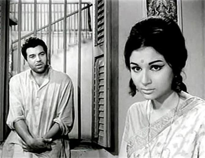 Dharmendra and Sharmila in Anupama