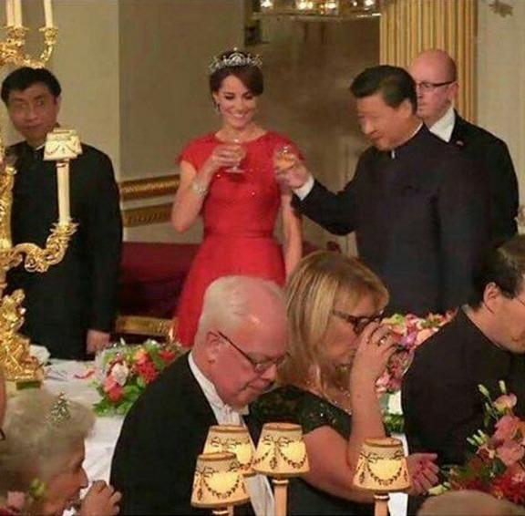 Middleton wore a sparkling red bespoke Jenny Packham dress to the Chinese State Banquet.