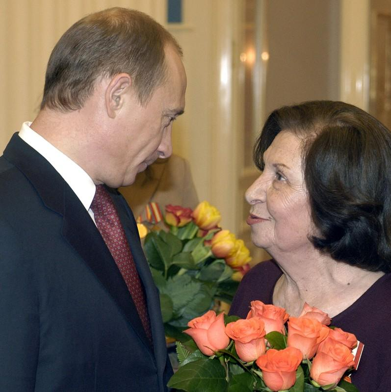 Kremlin pays tribute to late Soviet spy it says may have changed history