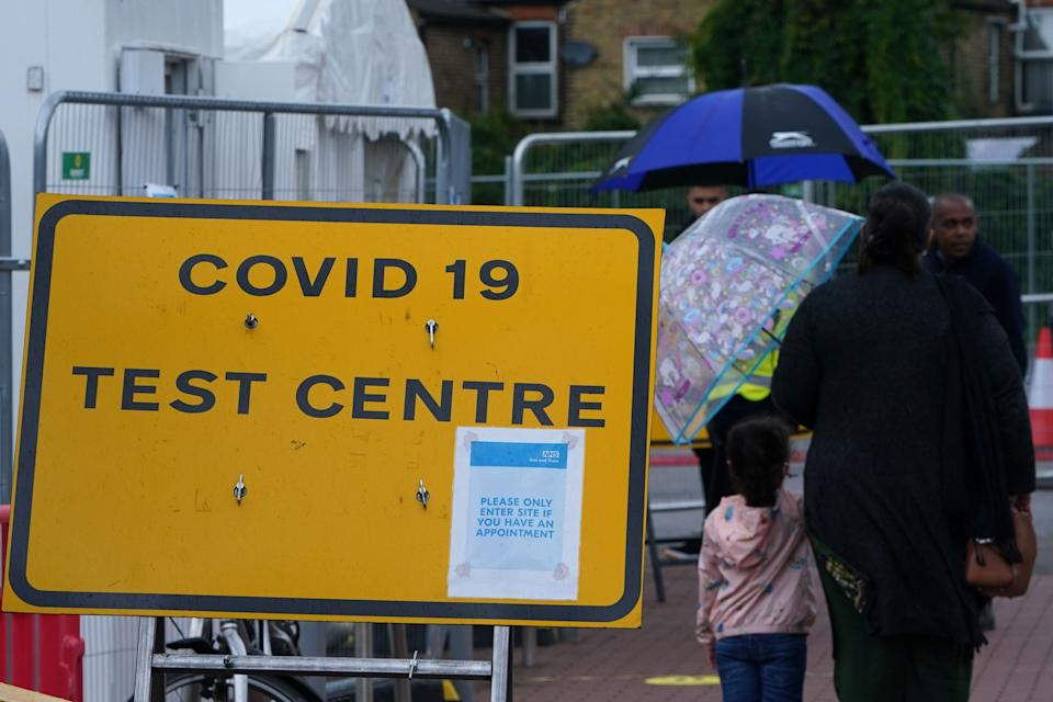 LONDON, ENGLAND - SEPTEMBER 23: A sign shows the way to a COVID-19 testing centre in Walthamstow on September 23, 2020 in London, England. Cases have risen to 5000 per day, and are at their highest since the height of lockdown in May.  (Photo by Mark Case/Getty Images)