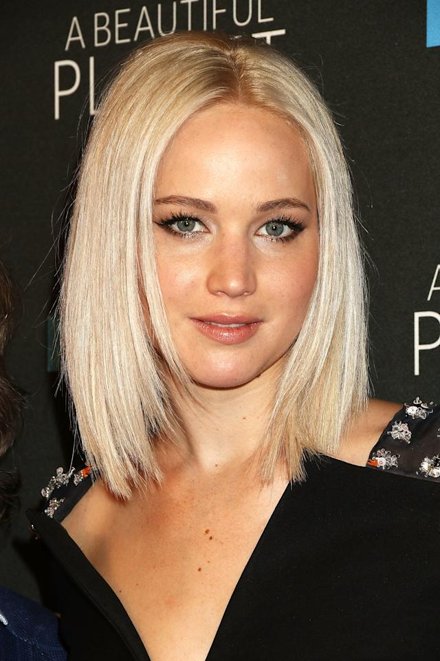 <p>Jennifer's icy bob is kind of a modern day Rachel shag, but flattened and bleached. Which is to say: ultra cool.</p>