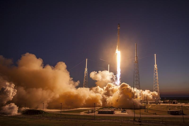 FCC Clears Way for SpaceX to Vie for Rural Broadband Subsidies